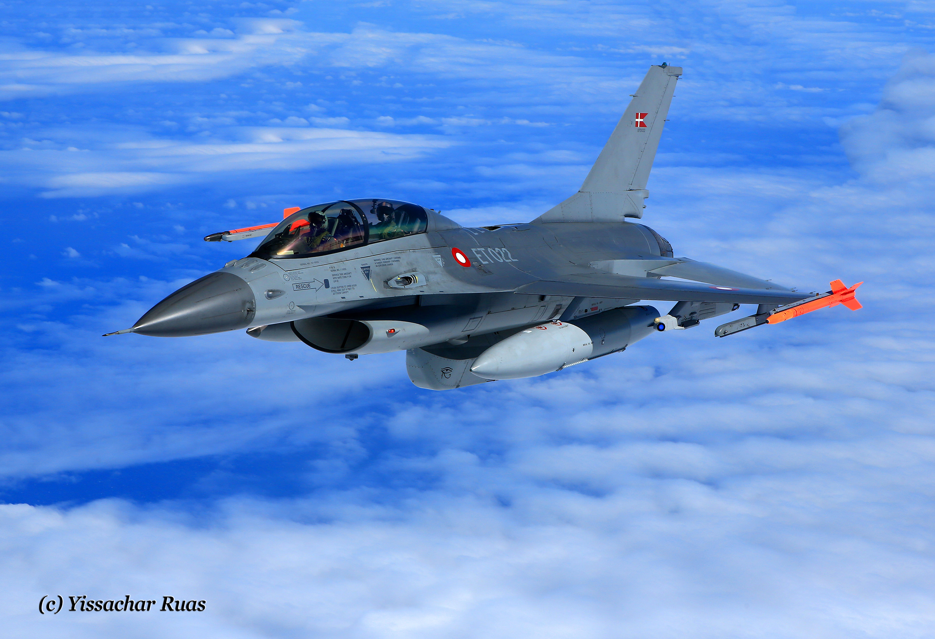IMG_2623-2-RDAF-F-16-Viper-on-Patrol-over-the-North-Sea.jpg